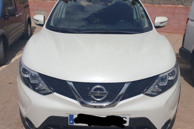 Alquiler barato de Nissan Qashqai con equipamiento Bluetooth cerca de 07800 Eivissa.