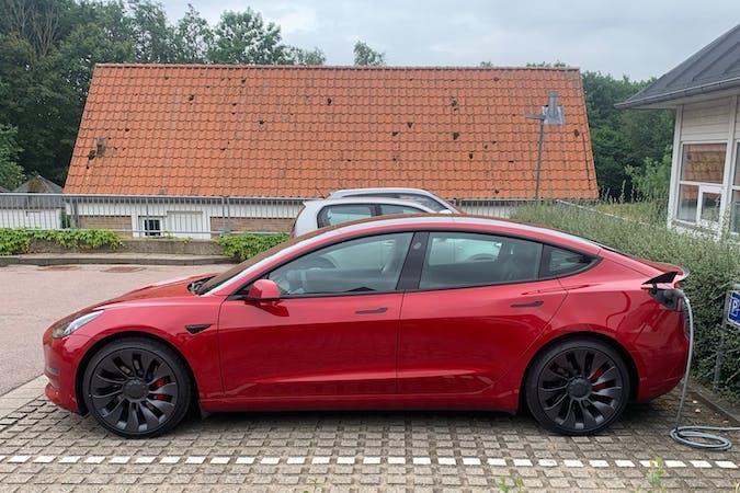 Billig billeje af Tesla Model 3 med GPS nær 2100 København.