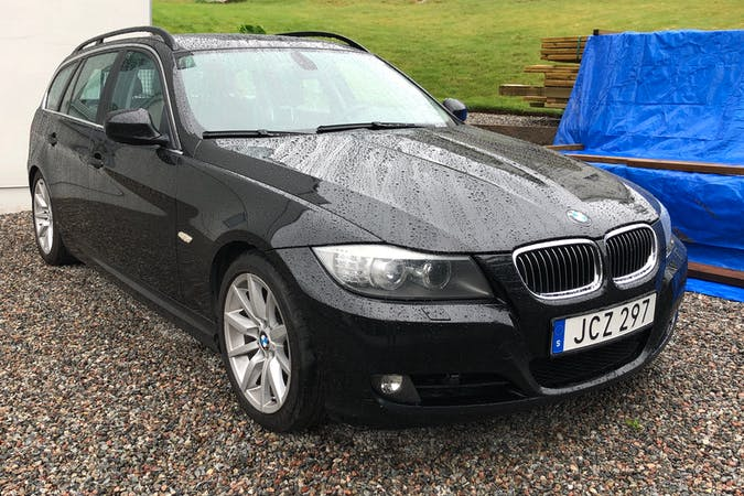 Billig biluthyrning av BMW 3 Series med Isofix i närheten av 141 32 Flemingsberg.