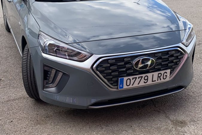 Alquiler barato de Hyundai Ioniq con equipamiento GPS cerca de 28022 Madrid.