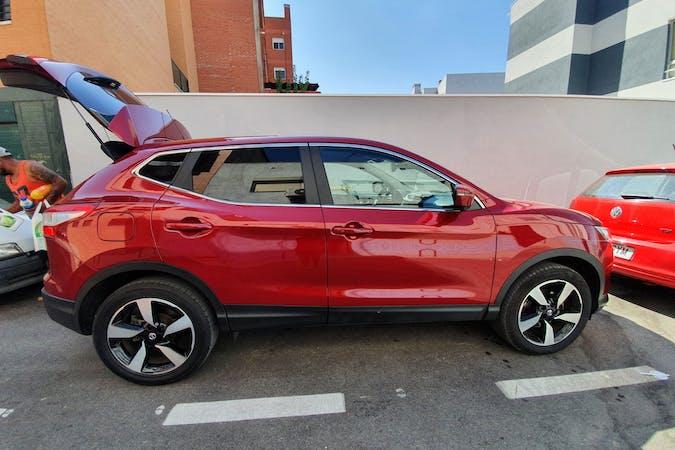 Alquiler barato de Nissan Qashqai con equipamiento GPS cerca de 28031 Madrid.