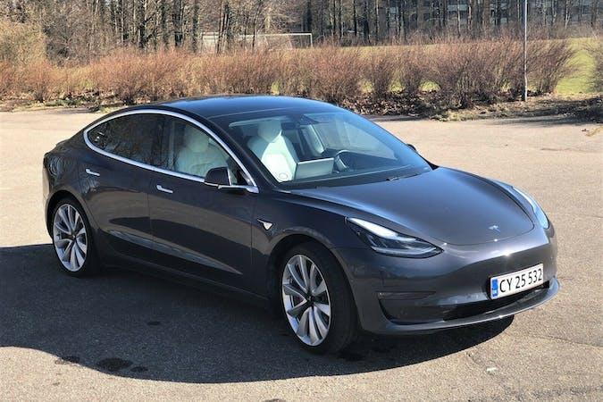 Billig billeje af Tesla Model 3 nær 2100 København.
