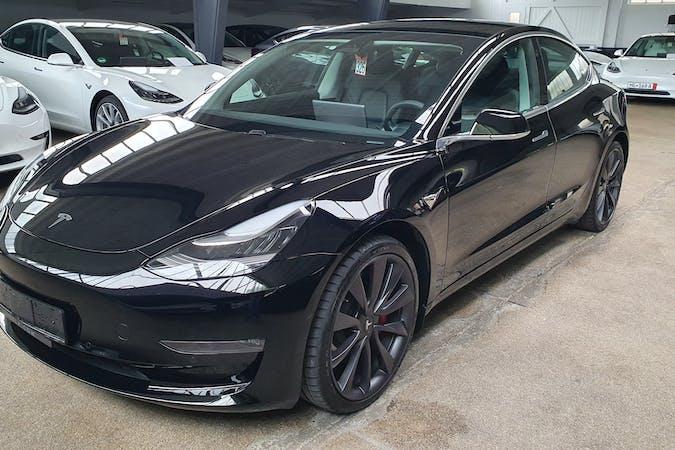 Billig billeje af Tesla Model 3 med GPS nær 3400 Hillerød.