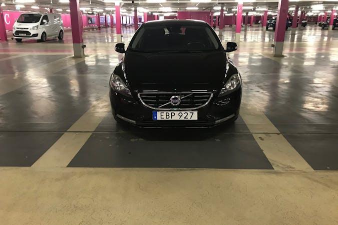 Billig biluthyrning av Volvo V40 med Bluetooth i närheten av 112 31 Kungsholmen.