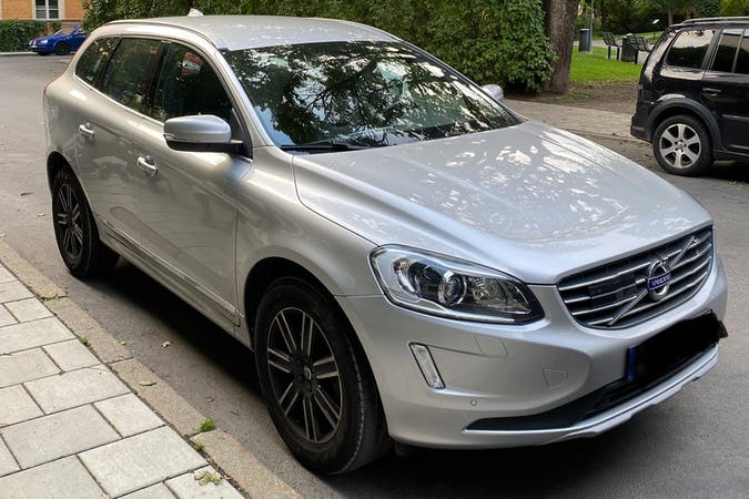 Billig biluthyrning av Volvo XC60 med Isofix i närheten av  Södermalm.