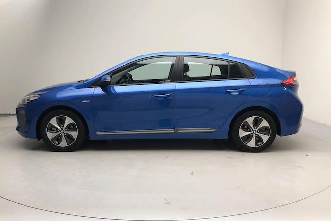 Billig biluthyrning av Hyundai Ioniq med GPS i närheten av 413 25 Guldheden.