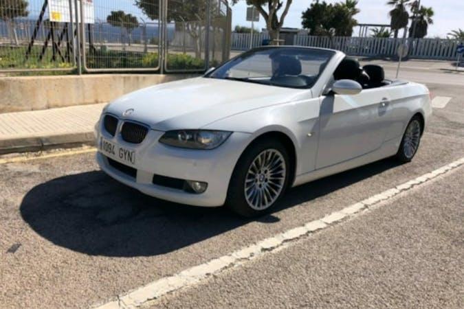 Alquiler barato de BMW 320i Cabriolet cerca de 07181 ses Illetes.