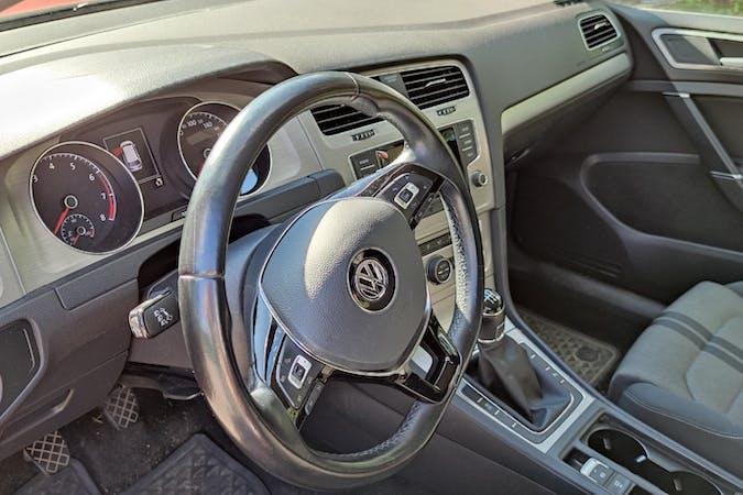 Volkswagen Golfn halpa vuokraus Isofix-kiinnikkeetn kanssa lähellä 33500 Tampere.