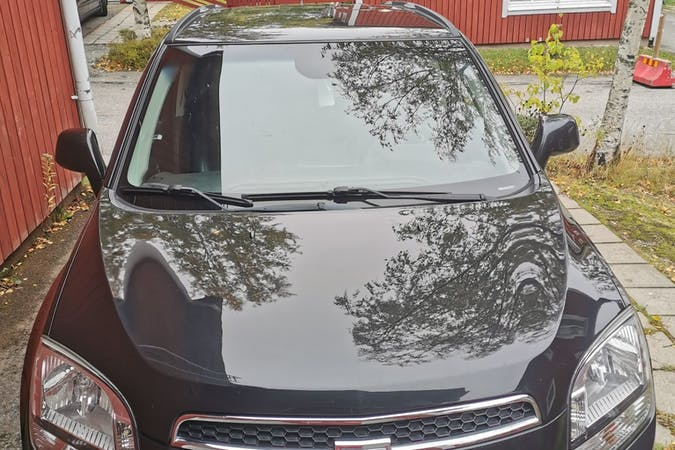 Billig biluthyrning av Chevrolet Orlando med Dragkrok i närheten av 711 33 .