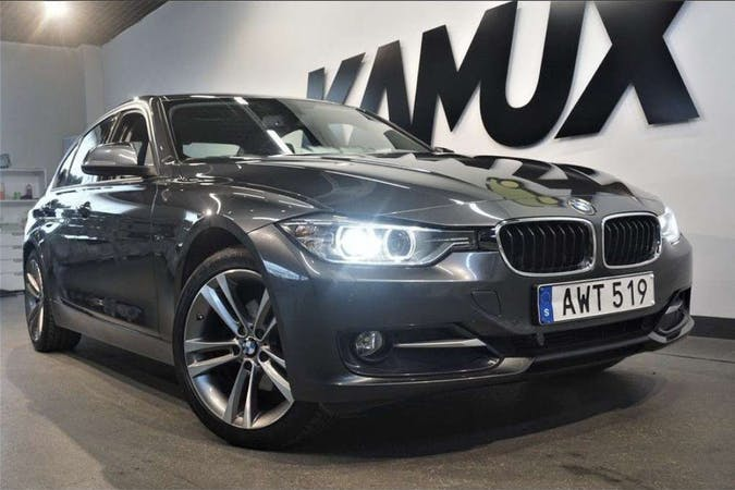 Billig biluthyrning av BMW 3 Series med GPS i närheten av  .
