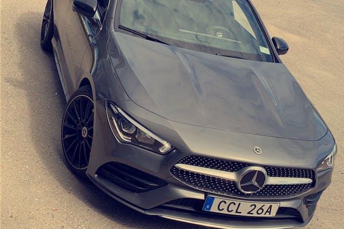 Billig biluthyrning av Mercedes CLA Coupe med GPS i närheten av  Hallonbergen.