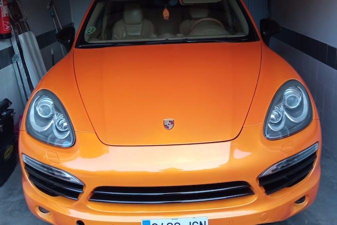 Alquiler barato de Porsche Cayenne con equipamiento GPS cerca de 28939 Arroyomolinos.