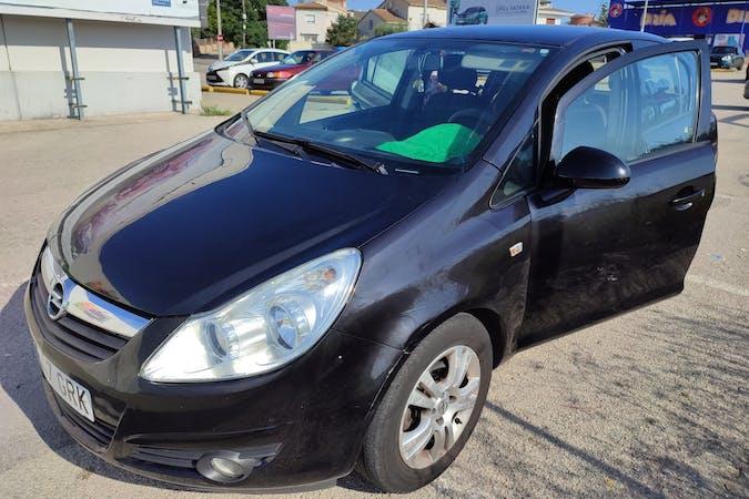 Alquiler barato de Opel Corsa cerca de  .