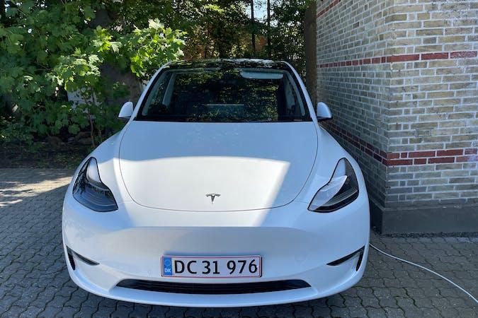 Billig billeje af Tesla Model Y med GPS nær 5000 Odense.