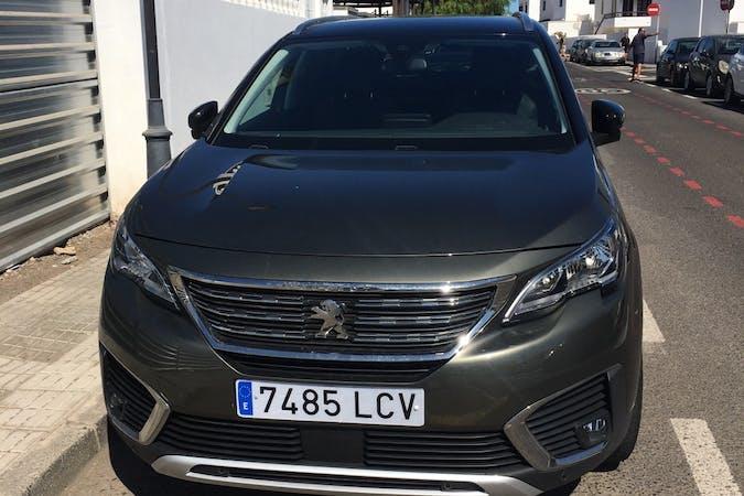 Alquiler barato de Peugeot 5008 con equipamiento GPS cerca de 35572 Puerto del Carmen.
