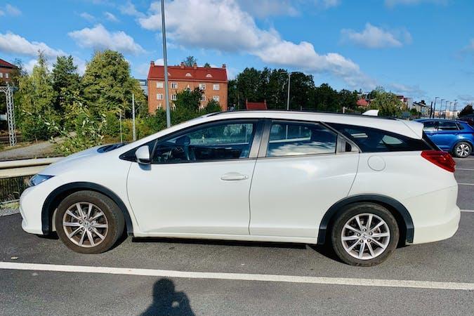 Honda Civic Tourern halpa vuokraus Isofix-kiinnikkeetn kanssa lähellä 33500 Tampere.