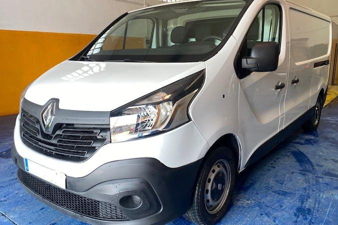 Alquiler barato de Renault Trafic con equipamiento Bluetooth cerca de 28043 Madrid.