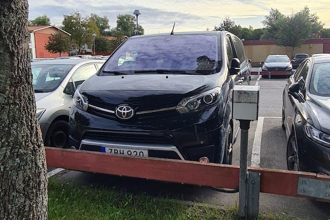 Billig biluthyrning av Toyota ProAce Verso med GPS i närheten av  .