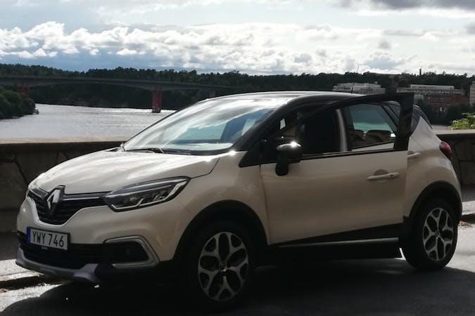Billig biluthyrning av Renault Captur med GPS i närheten av  Kungsholmen.