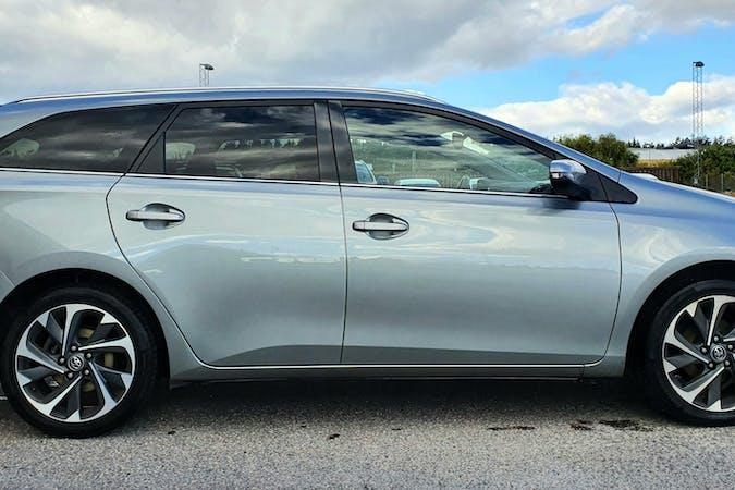 Billig biluthyrning av Toyota Auris i närheten av 121 39 Hammarbyhöjden.