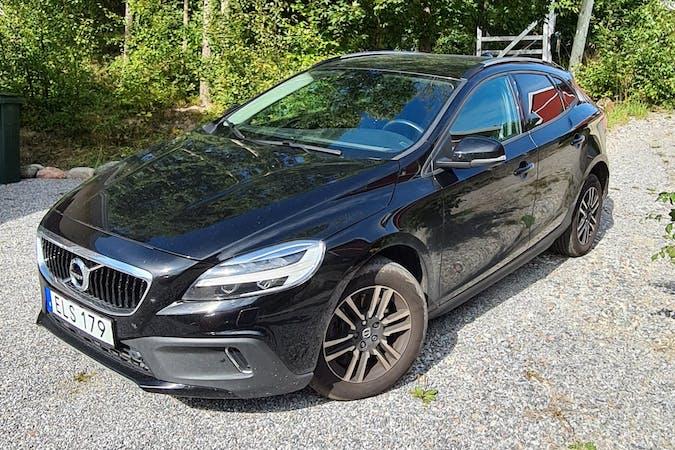 Billig biluthyrning av Volvo V40 Cross Country med GPS i närheten av 114 18 Östermalm.