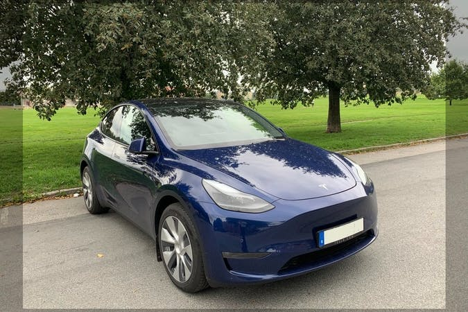 Billig biluthyrning av Tesla Model Y med GPS i närheten av 115 27 Östermalm.
