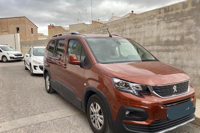 Alquiler barato de Peugeot Rifter con equipamiento GPS cerca de 46191 Vilamarxant.