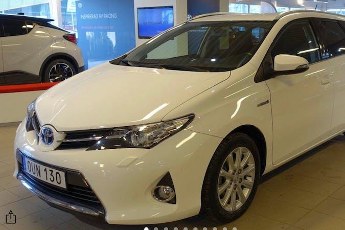 Billig biluthyrning av Toyota Auris Hybrid med GPS i närheten av 195 47 Märsta Norra.