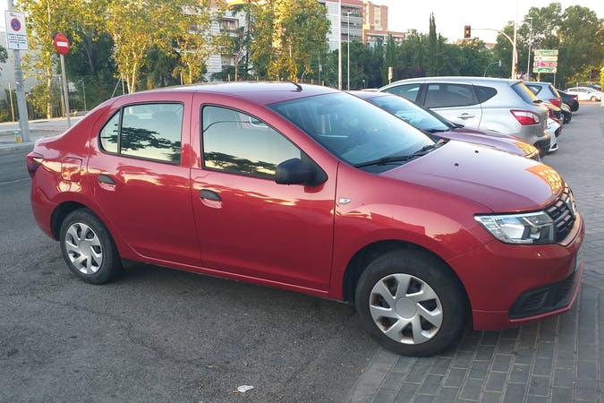 Alquiler barato de Dacia Logan cerca de 28033 Madrid.