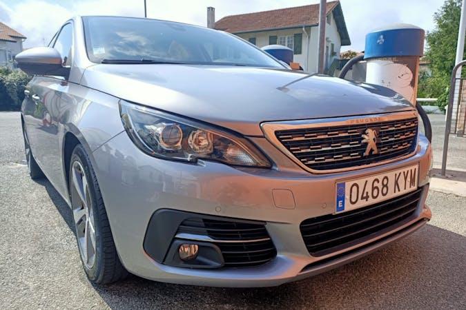 Alquiler barato de Peugeot 308 con equipamiento GPS cerca de 20100 Errenteria.