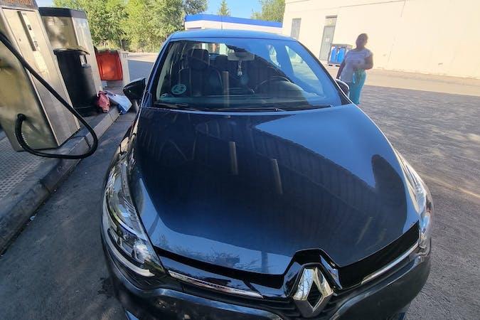 Alquiler barato de Renault Clio con equipamiento GPS cerca de 28026 Madrid.