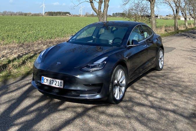 Billig billeje af Tesla Model 3 med GPS nær 4300 Holbæk.
