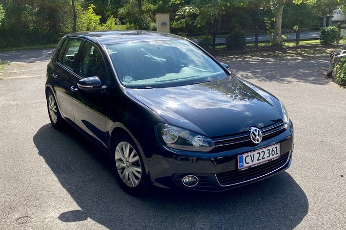 Billig billeje af Volkswagen Golf med GPS nær 2200 København.