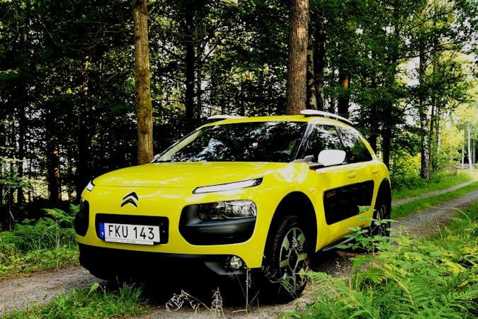 Billig biluthyrning av Citroën C4 Cactus med Isofix i närheten av 425 43 Säve gård.