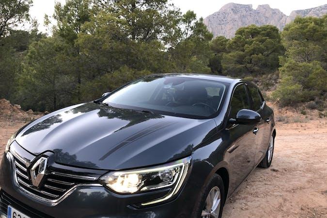 Alquiler barato de Renault Megane cerca de 03503 Benidorm.
