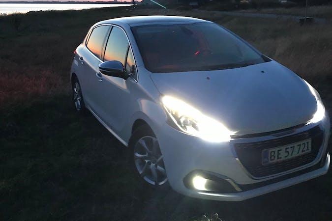 Billig billeje af Peugeot 208 med GPS nær 3000 Helsingør.