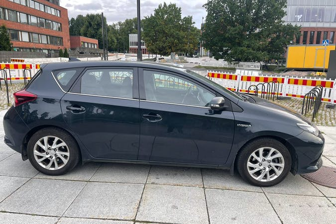 Toyota Auris Hybridn halpa vuokraus Bluetoothn kanssa lähellä 02230 Espoo.