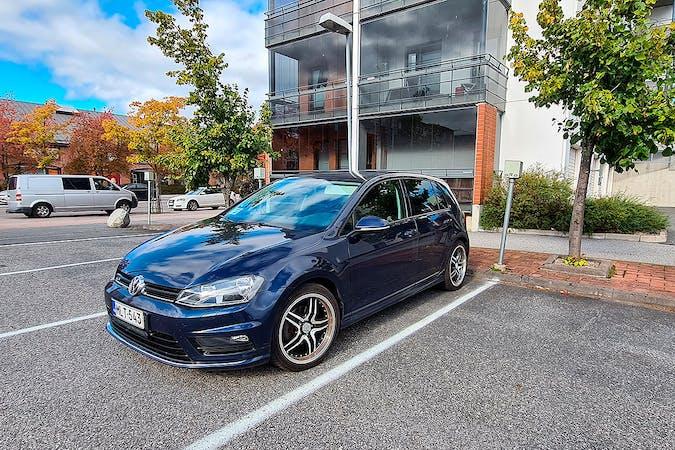 Volkswagen Golfn lalpa vuokraus lähellä 40100 Jyväskylä.