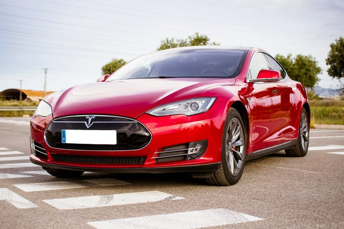 Alquiler barato de Tesla Model S cerca de 46020 València.