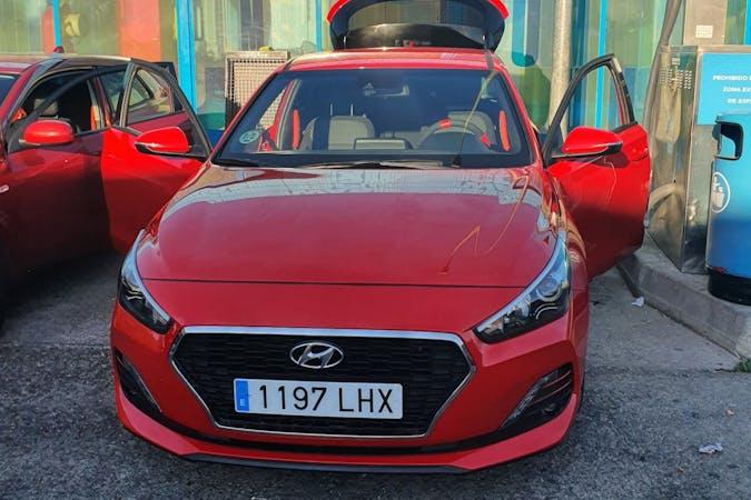 Alquiler barato de Hyundai i30 con equipamiento Bluetooth cerca de 28026 Madrid.