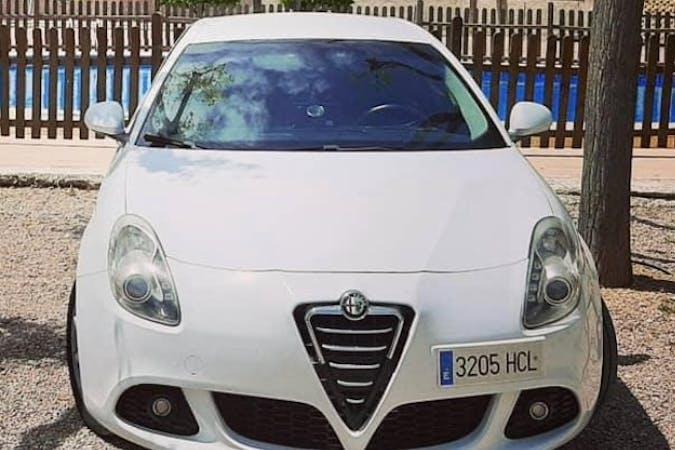 Alquiler barato de Alfa Romeo Giulietta con equipamiento GPS cerca de 03570 .