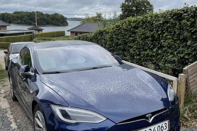 Billig billeje af Tesla Model S med GPS nær 6340 Kruså.