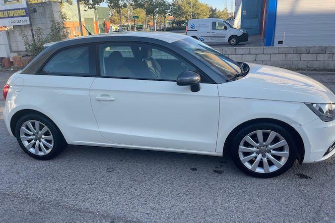 Alquiler barato de Audi A1 con equipamiento Bluetooth cerca de 28400 Collado Villalba.