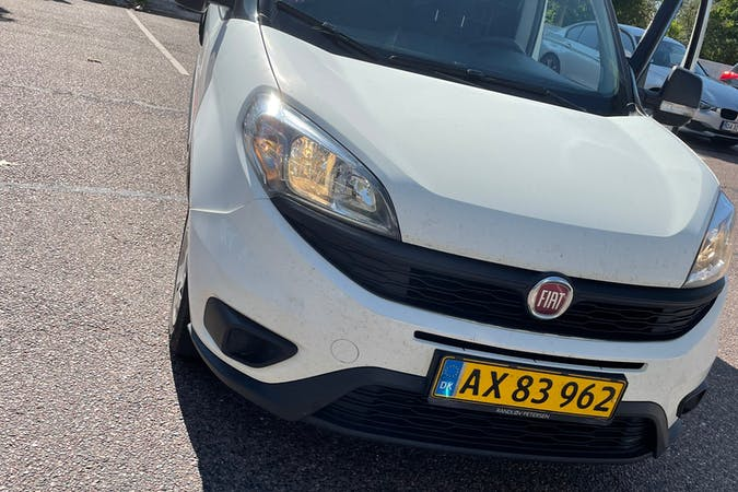 Billig billeje af Fiat Doblo Cargo med GPS nær 2660 Brøndby Strand.