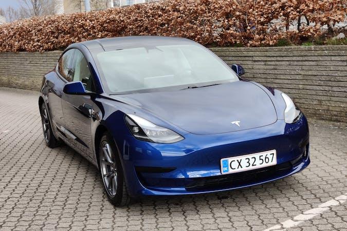 Billig billeje af Tesla Model 3 med GPS nær 2630 Taastrup.