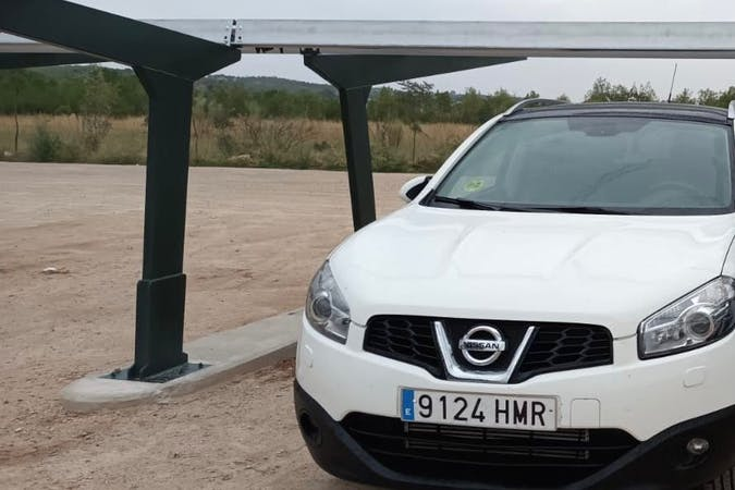 Alquiler barato de Nissan Qashqai con equipamiento GPS cerca de 28005 Madrid.