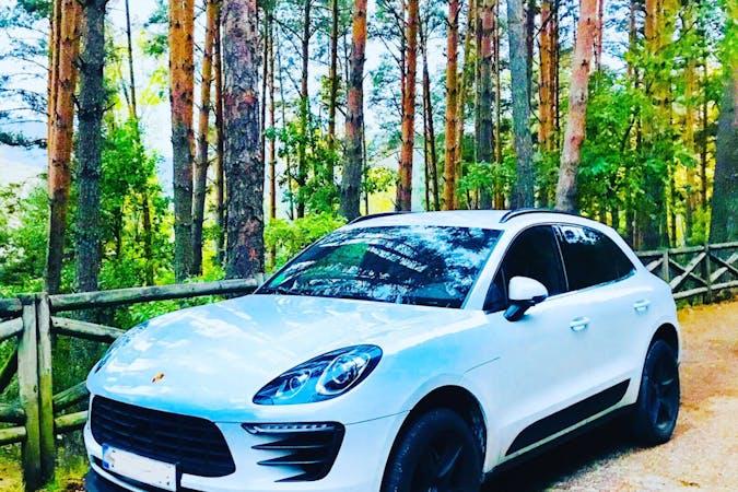Alquiler barato de Porsche Macan con equipamiento GPS cerca de 28670 Villaviciosa de Odón.