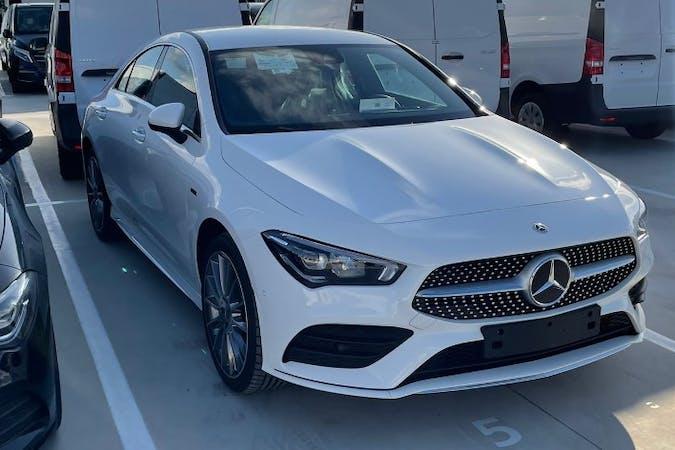Alquiler barato de Mercedes CLA con equipamiento GPS cerca de 41018 Sevilla.