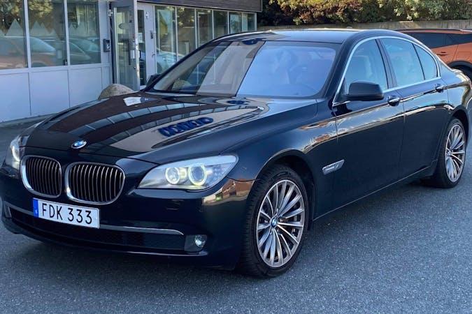 Billig biluthyrning av BMW 7 Series med GPS i närheten av 424 71 Olofstorp.