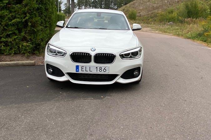 Billig biluthyrning av BMW 1 Series med Bluetooth i närheten av 553 30 .